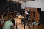 Johan og Danny Young rigger trommer