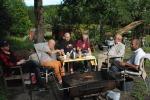 Grilling før toget kommer: Vidar, Jan, Dag, Sigmund, Lars Poverud og Tore Perrong.